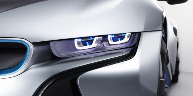 BMW осенью выпустит первый в мире серийный автомобиль с лазерными фарами